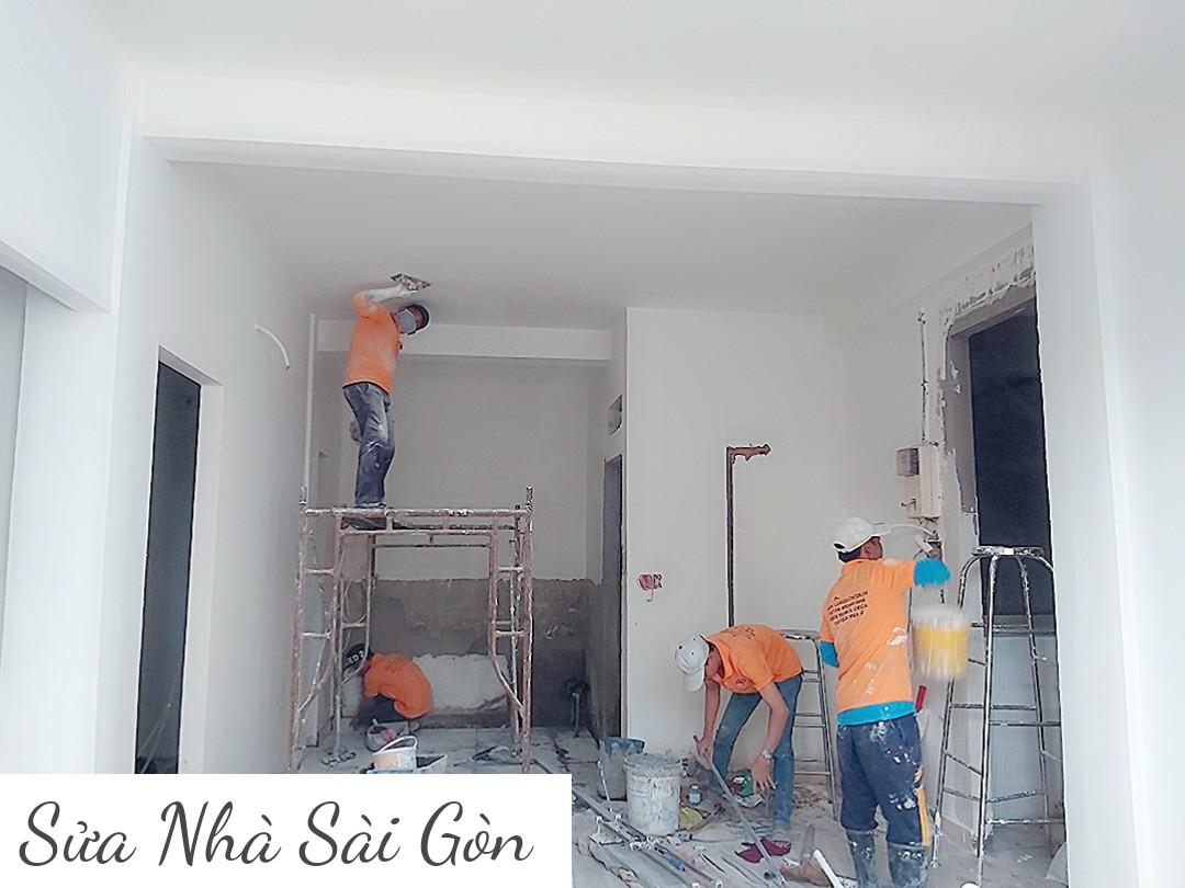 Thi công sơn nước làm mới toàn bộ căn nhà
