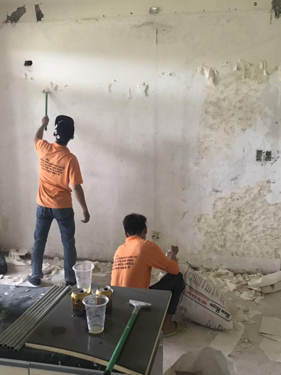Gỡ bỏ giấy dán tường