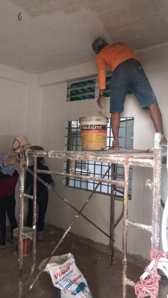 Thi công lăn sơn nước tường nhà